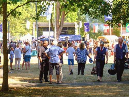 Gespräch beim Klosterparkfest